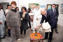 Chief Guest Genrral (Retd.) Jeet Khanna lighting up the lamp to inaugrate the art exhibition.